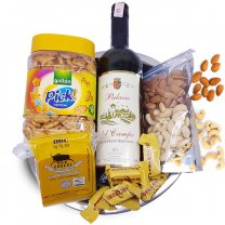 Sweet Red Wine, Cheese, Dry Nuts & Cocktail Crackers Gift Tray
