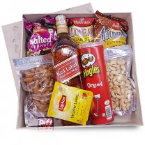 JW Red Label 750ml Snack Gift Box (Namkeens, Nuts & Whisky)