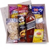 JW Black Label 750ml Snack Gift Box (Namkeens, Nuts & Whisky)