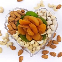 Dry Nuts & Fruits Heart Tray (Healthy Bites)