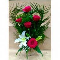 Fresh Lily With 6 Red Rose Decorated in Basket