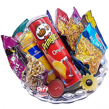 Namkeens, Pringles and Can Juice Snack Hamper Tray
