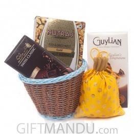 Snacks & Chocolates Package For Vaccation
