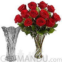 Simply Red (One Dozen Fresh Dutch Roses in Clear Vase)